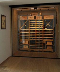 Glaswand op maat voor bewaren van wijn